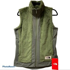 The North Face fleece vest NWT